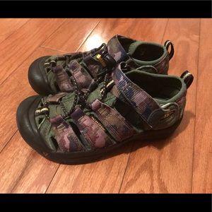 Boys Keen sandals size 1